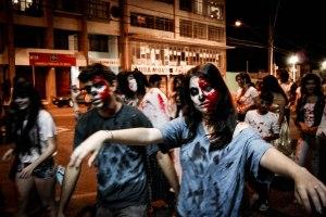 Mortos-Vivos vagando pelo centro Foto: Mariana Mello.