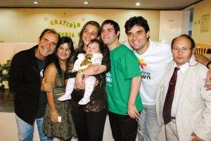 Legenda da foto: Maurício, Fernanda, Sâmila e a pequena Isabela, Dudu, Leonardo e Geraldo